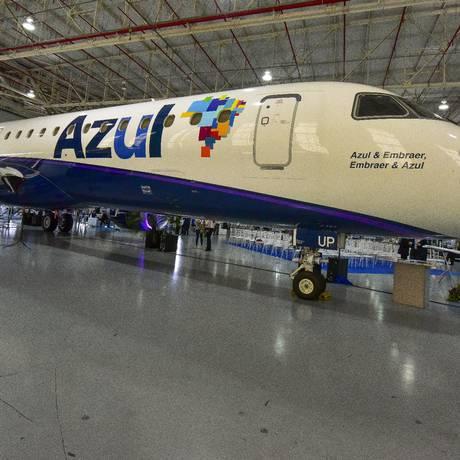 Aeronave da Azul na sede da Embraer, em São José dos Campos. Foto: Lucas Lacaz Ruiz/Agência O Globo