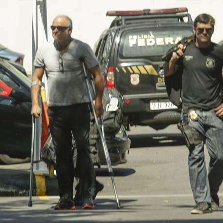 Miguel Iskin chega preso à Polícia Federal na Operação Fatura Exposta Foto: Gabriel de Paiva / O Globo