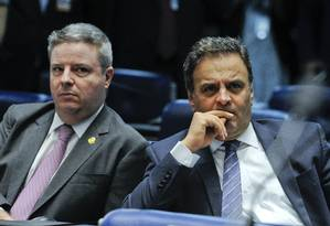 Os senadores Antonio Anastasia e Aécio Neves (PSDB-MG), durante sessão do impeachment Foto: Edilson Rodrigues/Agência Senado/28-10-2016