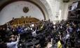 Aos inimigos... Deputados opositores votam contra o governo Maduro: penúria na AN