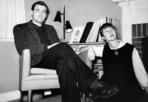 Sylvia Plath e Ted Hughes em 1959, um ano antes das primeiras cartas reveladoras Foto: Arquivo