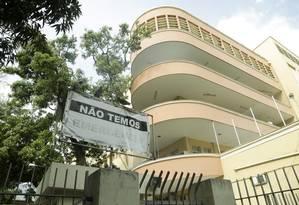 A fachada do Hospital Pedro Ernesto, que sofre os efeitos da crise Foto: Gabriel de Paiva / O Globo