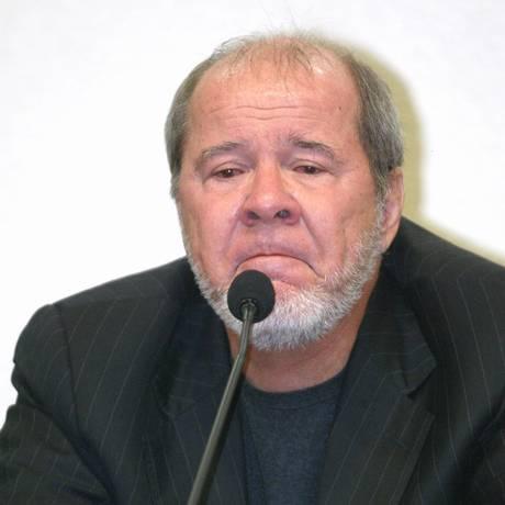 O publicitário Duda Mendonça chora na CPI dos Correios Foto: Ailton de Freitas / Ailton de Freitas/11-8-2005