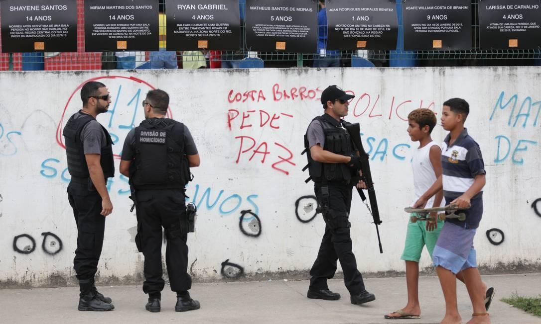 Polícia faz reconstituição da morte da estudante Maria Eduarda Foto: Marcio Alves / Agência O Globo