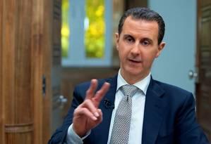 Imagem divulgada pela Presidência síria mostra Assad em entrevista à AFP em Damasco Foto: HANDOUT / AFP