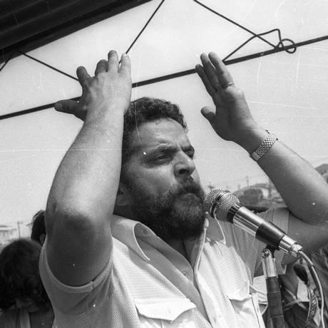 Lula fala aos metalúrgicos em 1979 Foto: Agência O Globo / 18-3-1979