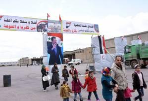 Moradores de Foah e Kafraya deixam suas cidades em operação de retirada do governo sírio Foto: GEORGE OURFALIAN / AFP