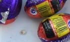 Mulher diz ter achado dente dentro de ovinho de Páscoa Foto: Reprodução