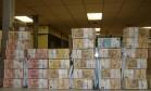 Aloprados. Dinheiro apreendido com petistas para compra de dossiê em SP Foto: Reprodução / 29-09-2016