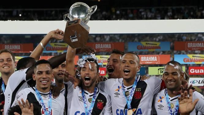 Jogadores do Vasco comemoram a conquista da Taça Rio Foto: Marcelo Theobald / Agência O Globo