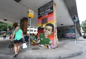 Grafite em homenagem a Miguel Ayoub Zakhour, morto em Laranjeiras Foto: Guilherme Pinto / Agência O Globo