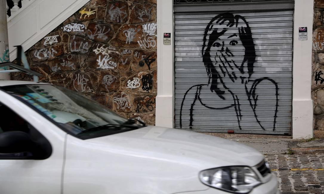 Mais um grafite de protesto contra a violência em Santa Teresa Custódio Coimbra / Agência O Globo