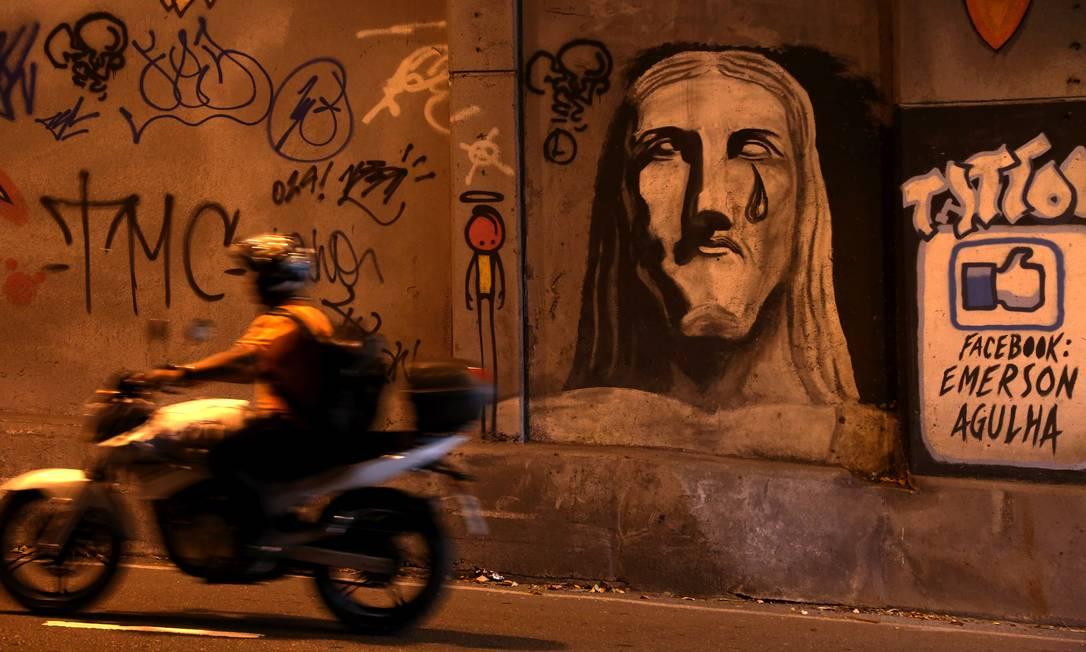 Parede do Túnel Acústico, onde Rafael Mascarenhas, filho da atriz Cissa Guimarães, morreu atropelado por um homem que fazia 'pega de carros' Custódio Coimbra / Agência O Globo
