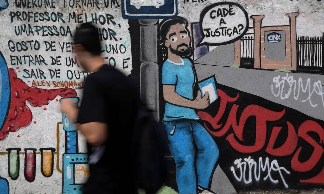 Outro ponto do muro na Avenida Venceslau Braz, em Botafogo Custódio Coimbra / Agência O Globo