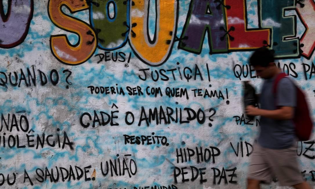 Outro ponto do grafite no muro da Avenida Venceslau Braz, na Zona Sul do Rio Custódio Coimbra / Agência O Globo
