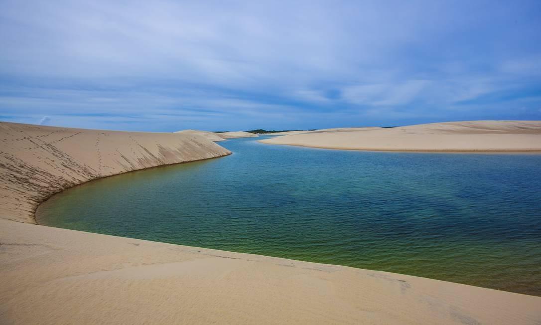 No acesso do Parque Nacional dos Lençóis Maranhenses, em Atins, lagoas aparecem em profusão, uma mais bonita do que a outra Foto: Elisa Martins / Elisa Martins