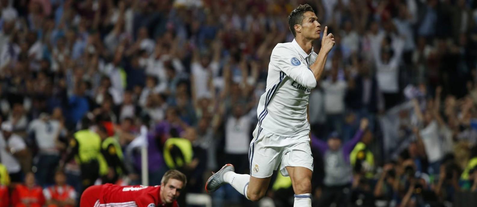 8c0dbe4efc Cristiano Ronaldo comemora seu primeiro gol no jogo entre Real Madrid e  Bayern de Munique Foto