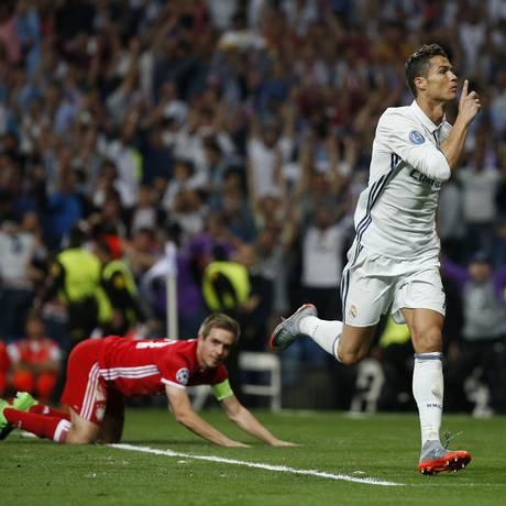 Cristiano Ronaldo comemora seu primeiro gol no jogo entre Real Madrid e Bayern de Munique Foto: Susana Vera / REUTERS