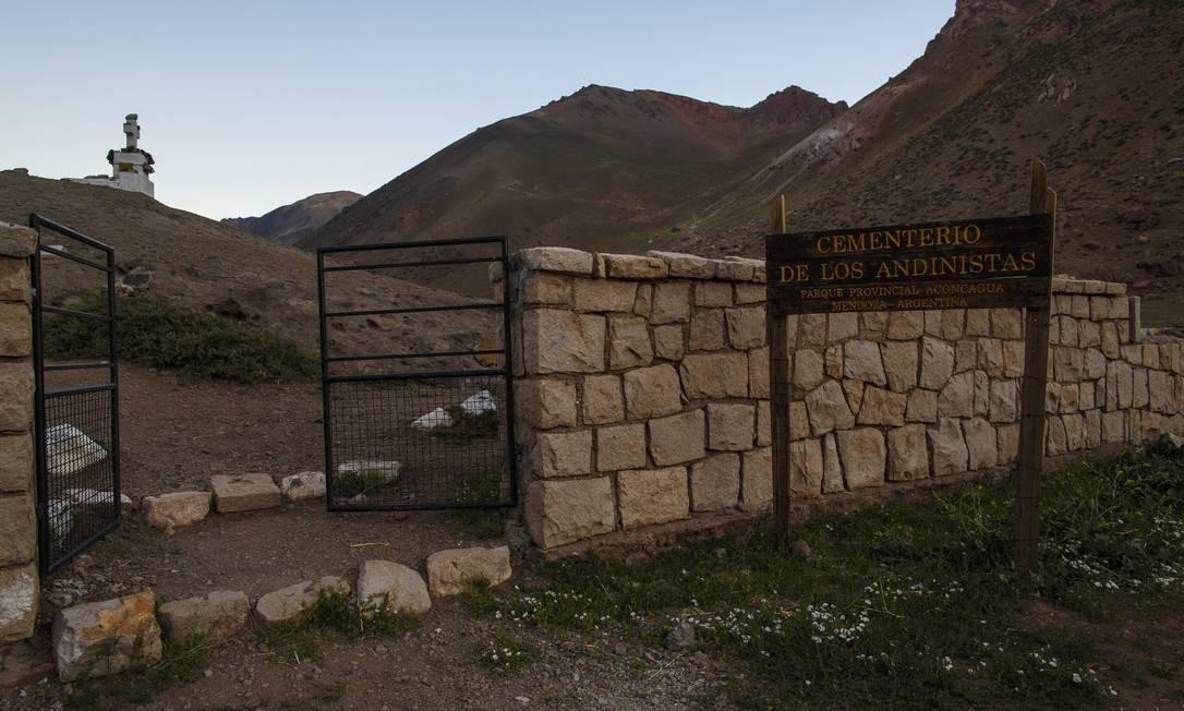 Entrada do Cemitério dos Andinistas Foto: Daniel Marenco / Agência O Globo