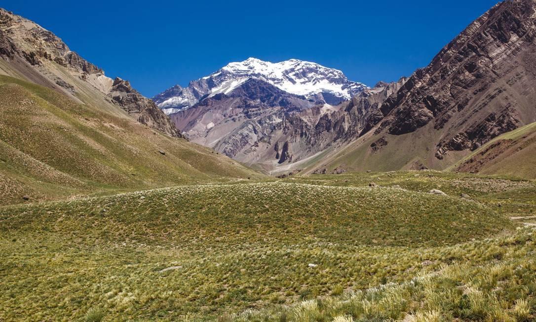 Face Sul do Aconcágua, a mais alta montanha do Hemisfério Ocidental, com 6.962 metros Foto: Daniel Marenco / Agência O Globo