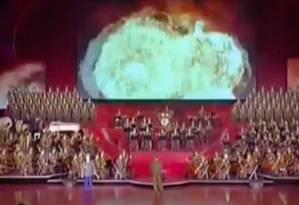 A apresentação do coral da Coreia do Norte no último domingo contou com simulação de ataque aos Estados Unidos Foto: YouTube/Reprodução