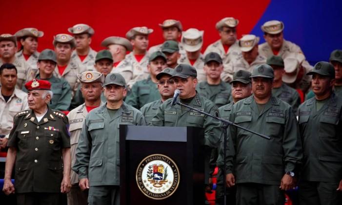 Ministro da Defesa da Venezuela, Vladimir Padrino, fala durante cerimônia com militares em Caracas Foto: MARCO BELLO / REUTERS