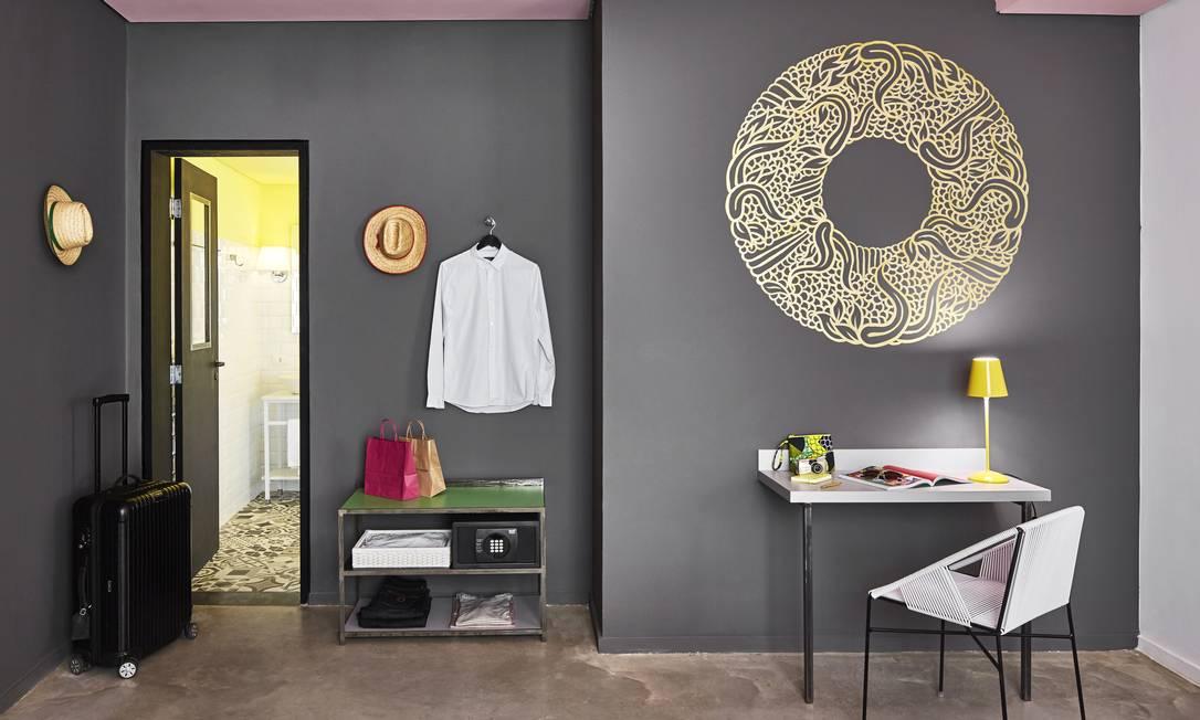 Com decoração assinada pelo arquiteto francês Jalil Amor, o Mama Shelter carioca faz parte de uma rede que tem entre seus idealizadores o renomado designer Philippe Starck Francis Amiand