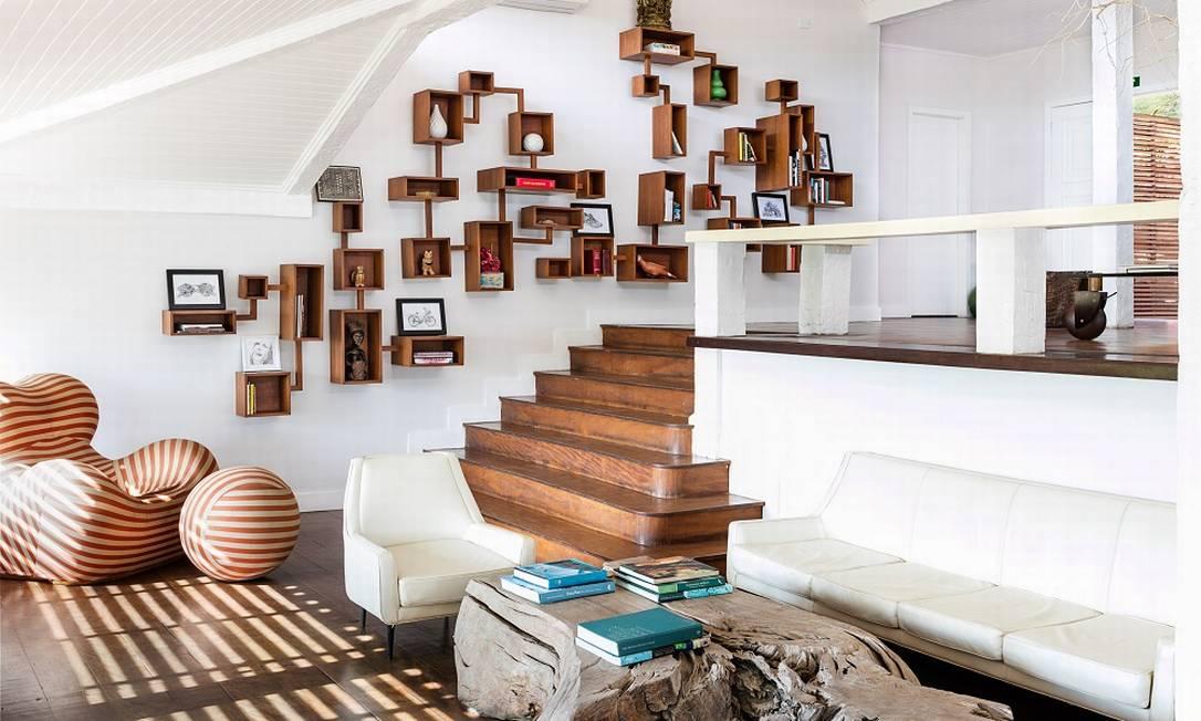 O Insólito Boutique Hotel & Spa, em Búzios, teve peças de sua decoração garimpadas pela dona, a francesa Emmanuelle Meeus de Clermont Tonnerre. As áreas comuns, além dos quartos e dos restaurantes, estão repletas de obras de arte Tomas Rangel