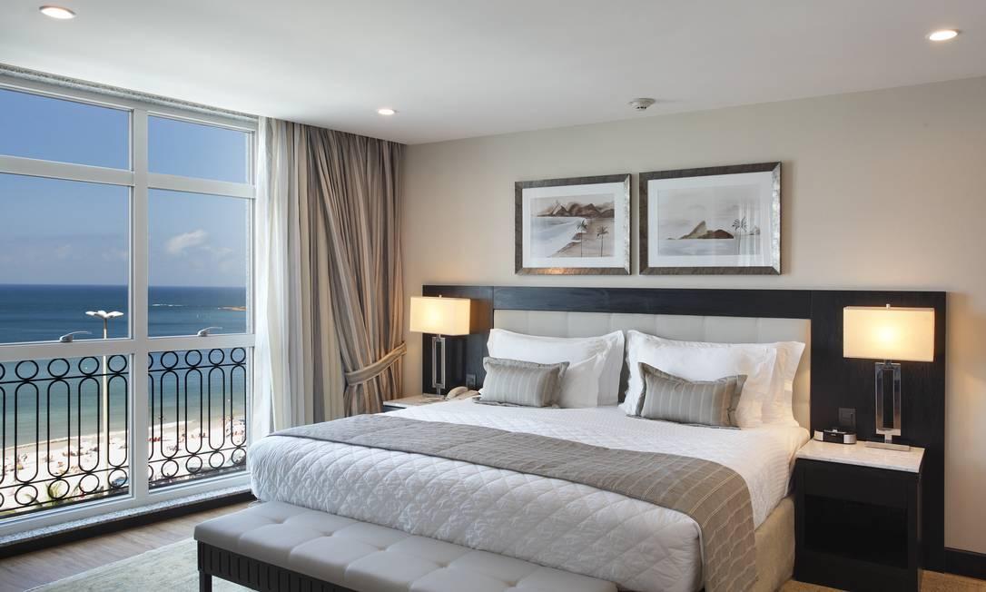 Os quartos do Miramar by Windsor contam com obras da artista Anamélia Moraes, que desenvolveu exclusivamente para o hotel gravuras com paisagens do Rio em tons de sépia Divulgação