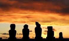 Moais durante o pôr do sol na Ilha de Páscoa Foto: Martin Bernetti / AFP