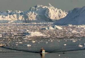 Groenlândia pode ter seu gelo derretido ainda mais rapidamente, por causa das algas que surgem conforme a temperatura vai aumentando, descobriram os cientistas Foto: AFP/STEEN ULRIK JOHANNESSEN