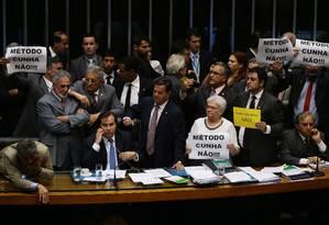 Parlamentares de oposição não querem votação do requerimento de urgência para votar a reforma trabalhista Foto: Givaldo Barbosa / Agência O Globo