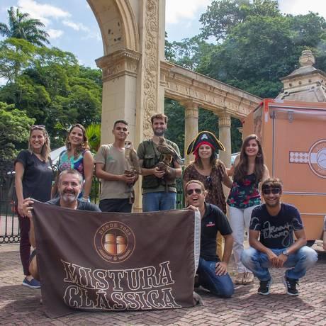 Participantes do evento reúnem-se na entrada do Zoo Foto: Divulgação