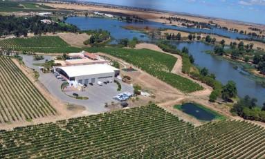 Com mais de 687 hectares, herdade possui vinhas próprias e florestas de cortiça Foto: Divulgação