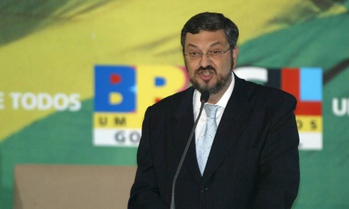 Antonio Palocci discursa na posse de Guido Mantega, que o sucedeu no ministério da Fazenda em 2006 Foto: Gustavo Miranda / 28-3-2006