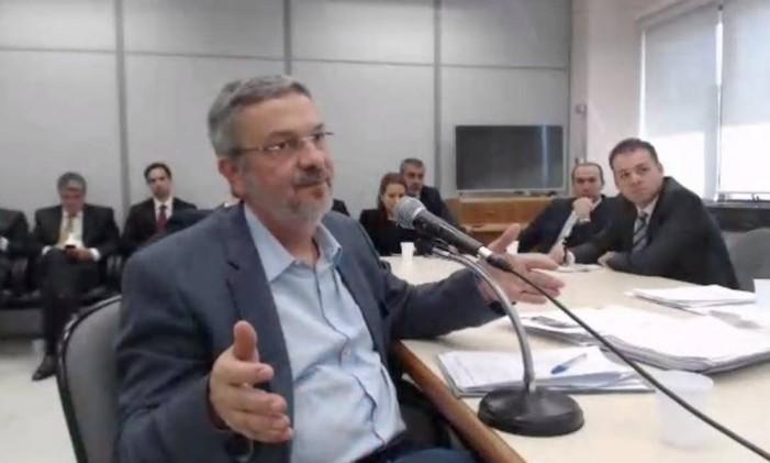 O ex-ministro presta depoimento ao juiz Sérgio Moro em abril de 2017 Foto: Reprodução de vídeo