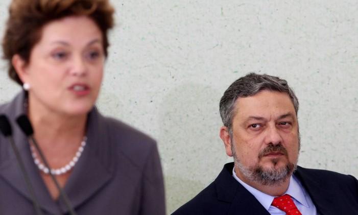 Palocci e Dilma Rousseff durante cerimônia no Palácio do Planalto em junho de 2011 Foto: Gustavo Miranda / 7-6-2011