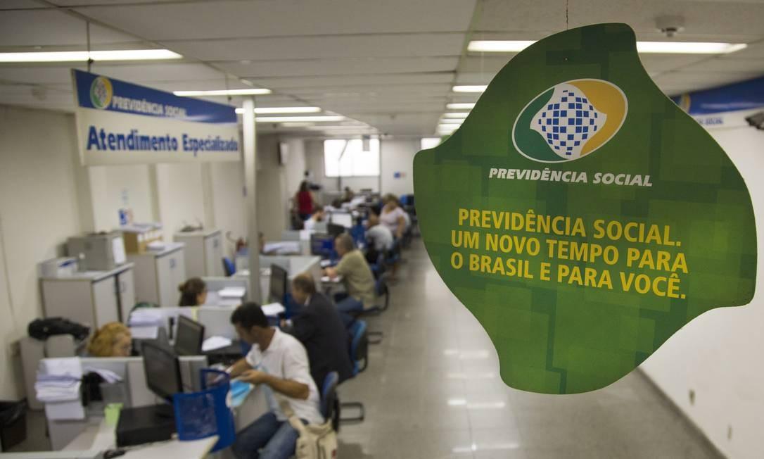 Balcão de atendimento de agência do INSS Foto: Antonio Scorza / Agência O Globo