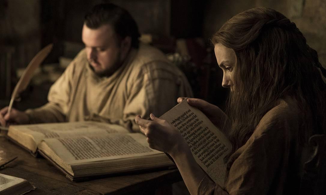 Samwell Tarly (John Bradley) iniciando seu caminho de aprendiz de meistre ao lado de Gilly (Hannah Murray) HELEN SLOAN / HBO