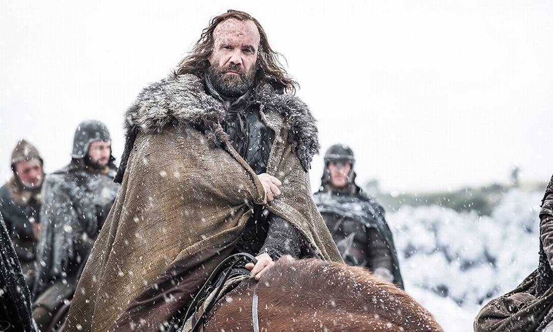 Sandor Clegane, o Cão de Caça (Rory McCann), não parece estar em boa situação HELEN SLOAN / HBO