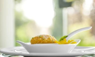 Um dos pratos (doce de damasco com coco) do Kurotel Foto: Divulgação