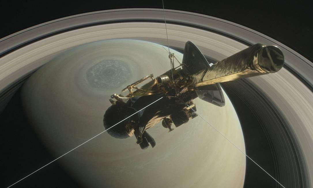 Ilustração mostra a sonda Cassini, da Nasa, passando sobre o Polo Norte de Saturno no caminho para um de seus 'mergulhos' entre o planeta e os anéis Foto: Nasa/JPL-Caltech