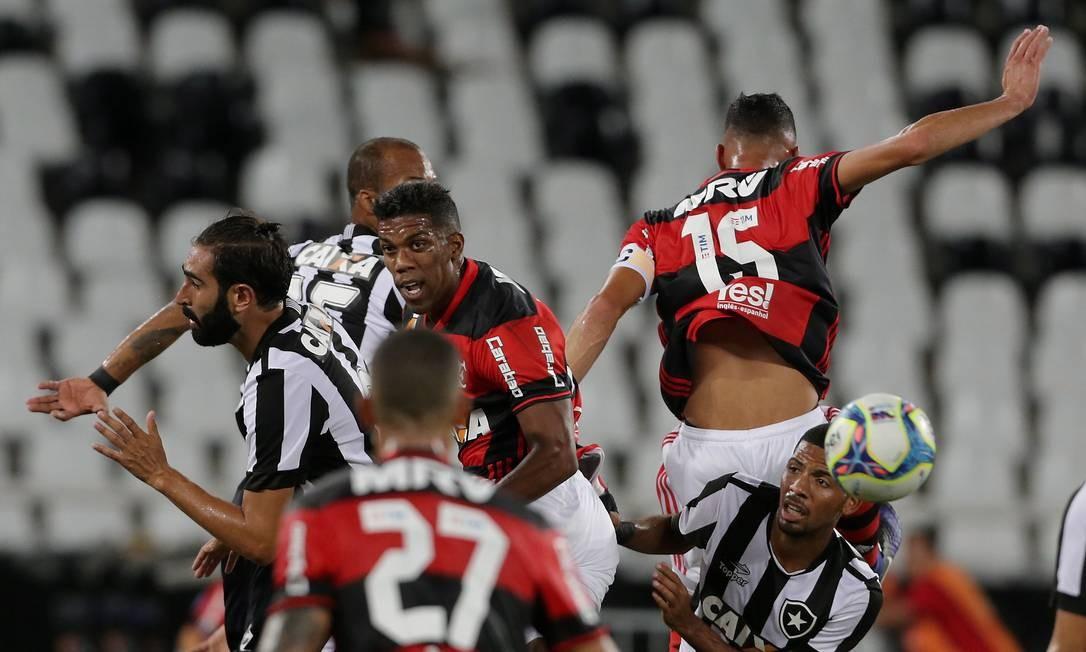 Botafogo e Flamengo se enfrentaram pela Taça Guanabara Foto: Marcelo Theobald / Agência O Globo
