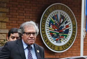 O secretário-geral da OEA, Luis Almagro, deixa um encontro em Assunção, no Paraguai Foto: NORBERTO DUARTE / AFP
