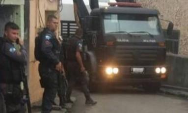 Policiais militares durante operação na favela neste sábado Foto: Foto / Voz da Comunidade