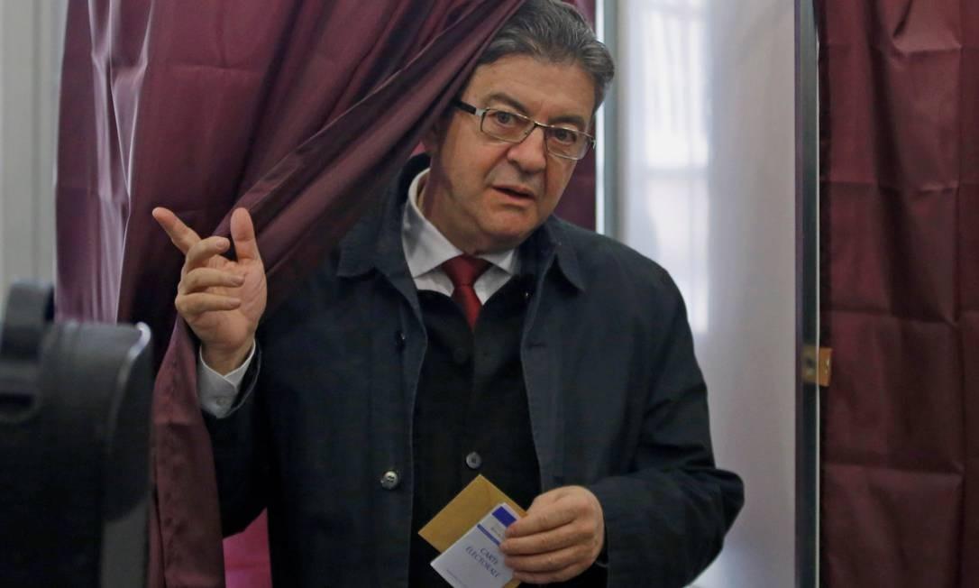 Ex-ministro e ex-senador, Mélenchon já se candidatou à Presidência, ficando no 4º lugar em 2012. Ele defende o aumento do salário mínimo e o fim da política de austeridade Foto: STEPHANE MAHE / REUTERS