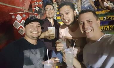 Fabrício (à esquerda), Fernando, Gustavo e Leandro: família estava numa despedida de solteiro em Santa Teresa Foto: Reprodução