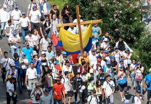 Opositores realizaram um imenso protesto silencioso neste sábado, em Caracas, na Venezuela Foto: FEDERICO PARRA / AFP