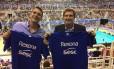 O prefeito Marcelo Crivella e seu filho, Marcelo Hodge Crivella, com camisas do time do Rio Foto: Reprodução