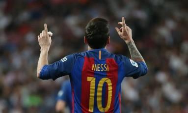 Messi comemora o primeiro gol do Barcelona sobre o Real Madrid Foto: Sergio Perez / REUTERS